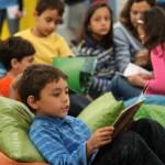 Biblioteca FNLIJ para Crianças - Crianças lendo