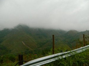 Subida da serra com muita neblina - Foto de Cariocando por aí.