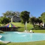 Hotel Le Canton - piscina do gramado no Village