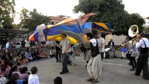 Orquestra Voadora - 'O magnífico voo do homem pássaro'